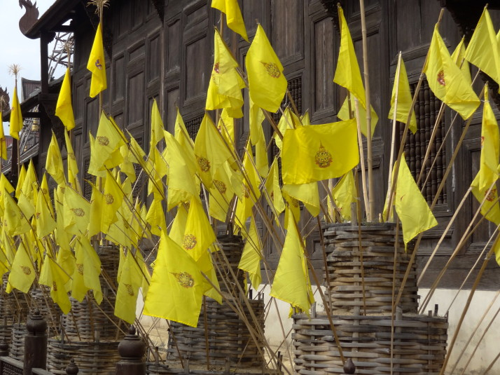 Wat Phan Tao: The small one with the bright yellow flags