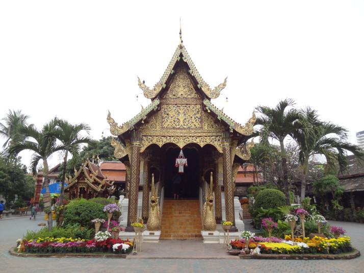 Wat Ket Karam: The one full of dogs and bric-a-brac