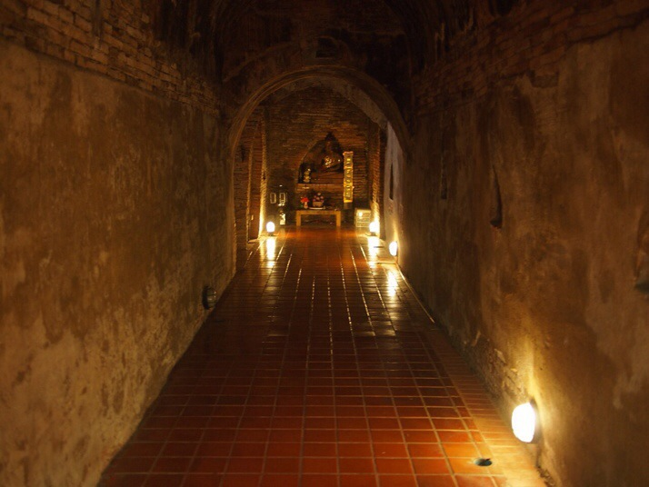 Wat Umong: The one in the forest with the tunnels