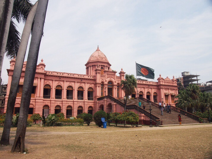 Ahsan Manzil (Pink Palace). The grounds are a popular picnic spot for Bangladeshis