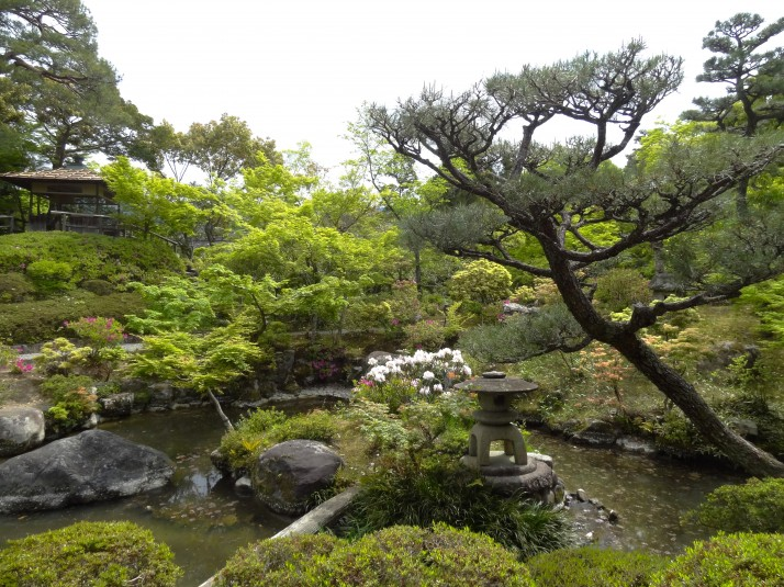 The delightfully serene Pond Garden in Yoshiki-en. I could sit here for hours.