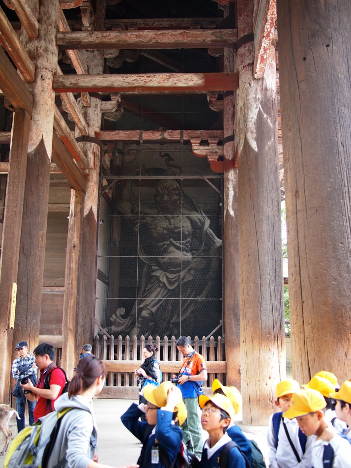 One of the gigantic Niō (guardians) towering over a group of schoolchildren