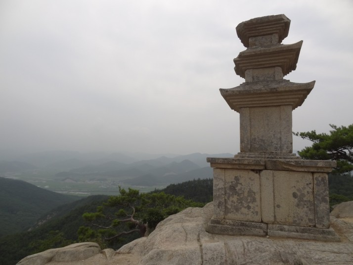 Our favourite of the artefacts we saw on Mt Namsan -  the three-storey stone pagoda at the top of the Yongjanggol Valley