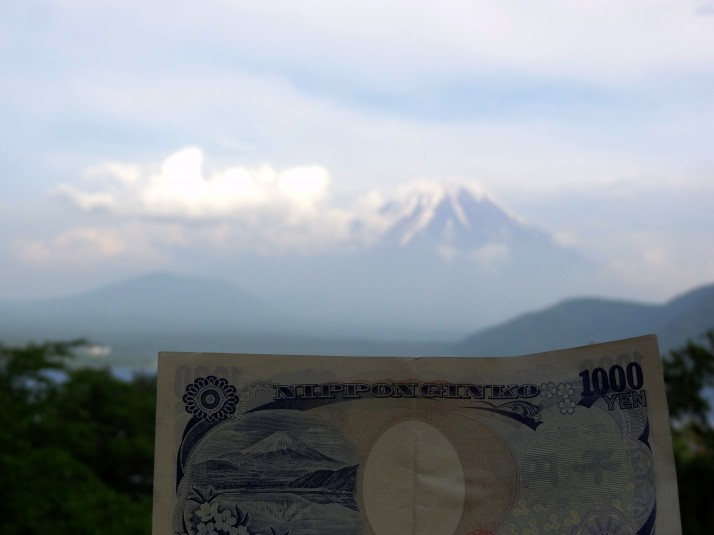 Lake Motosuko and Mt Fuji as shown on the ¥1,000 bank note