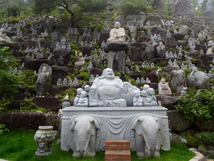 Lots of Buddhas