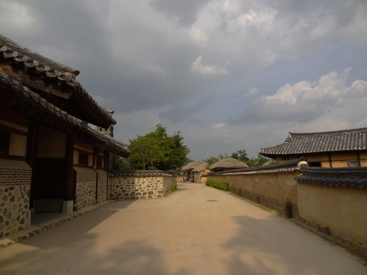 The village sits in an almost perfect circle of a bend in the Nakdong river, about 50 minutes by bus from Andong City