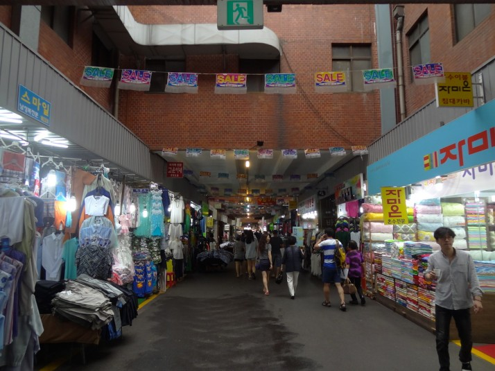 The main entrance to Gwangjang Market. It starts out with clothes, souvenirs, toys and herbs, but quickly gets going into food
