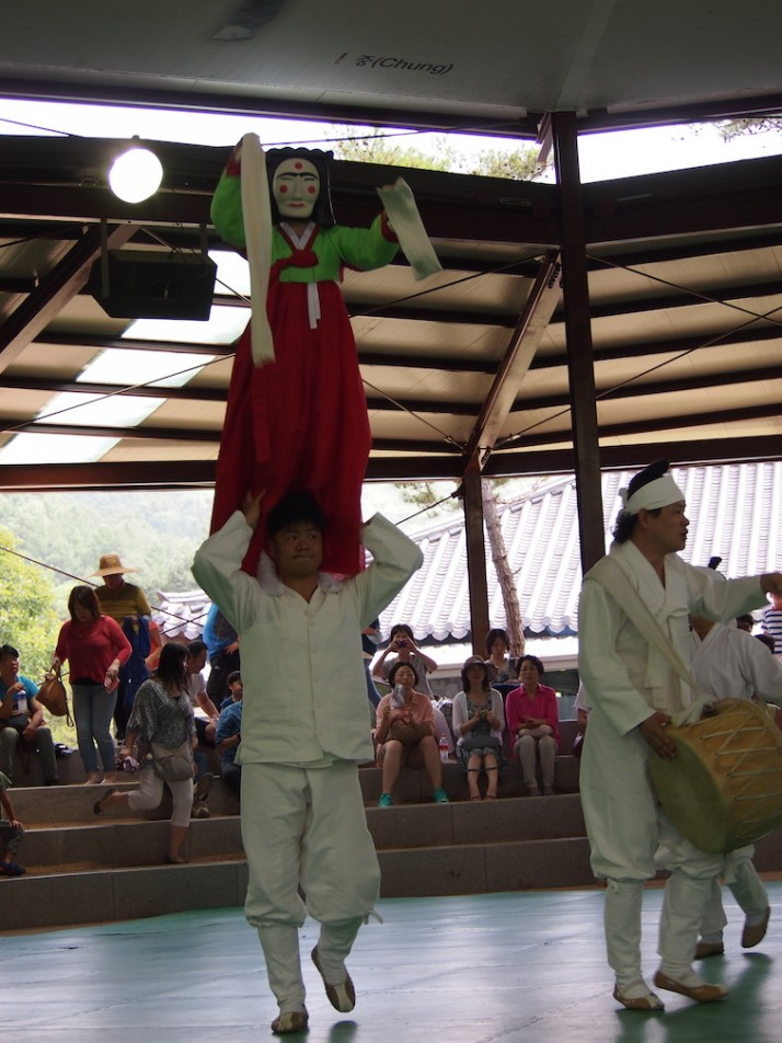 The Shaman episode (Mudong madang) which purifies the performance area at the start of the show