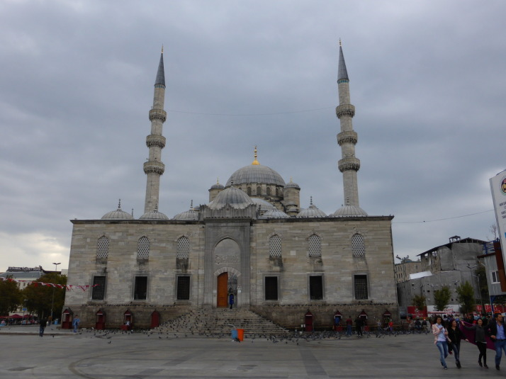 The splendid Yeni Cami in Eminonu is the starting point for our first stroll in Istanbul