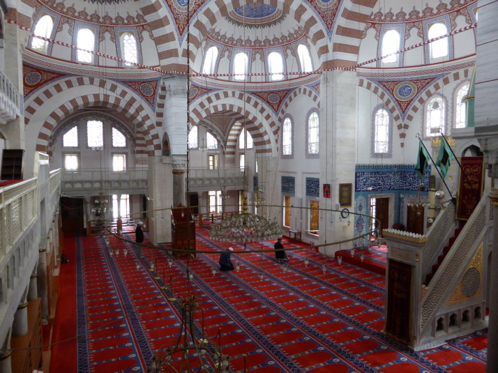 Inside the Atik Valide Camii with a few latecomers to afternoon prayer