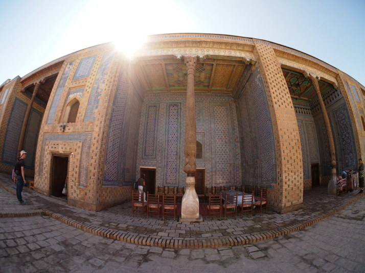 The sumptuously decorated Tosh Hovli Palace courtyard