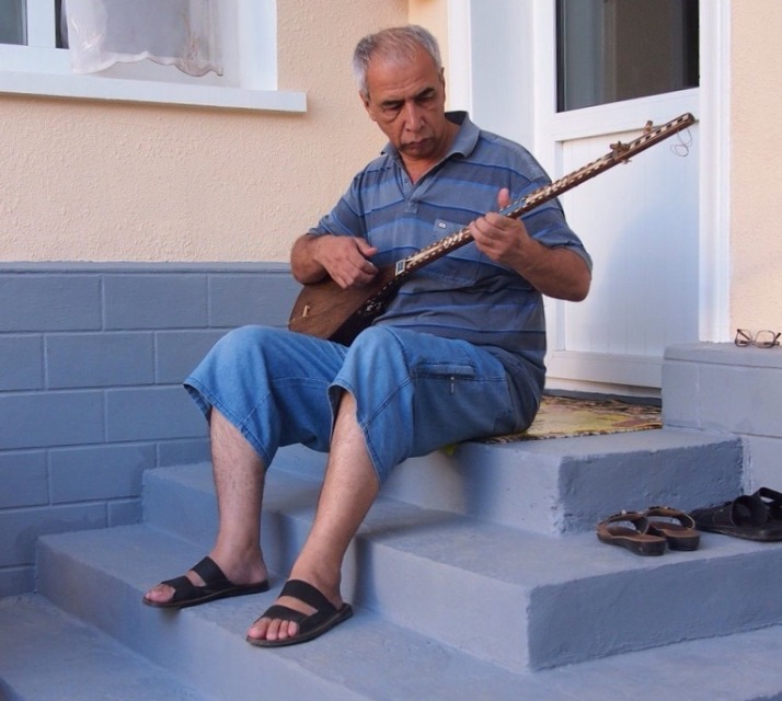 Mr Mirzo playing his dutar