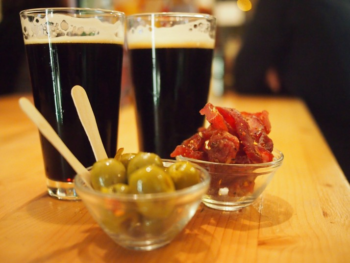 Stout and snacks at Hop Corner