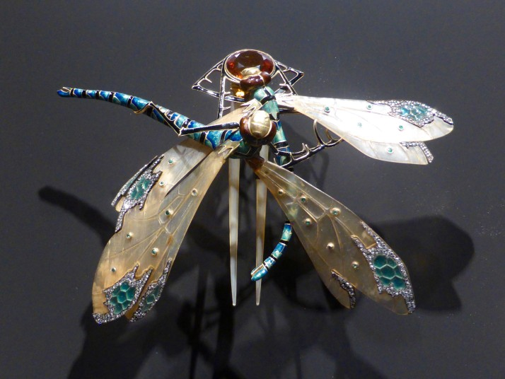 Dragonfly comb