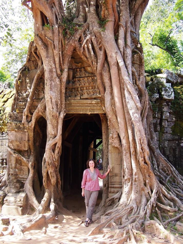 Tree roots at Ta Som