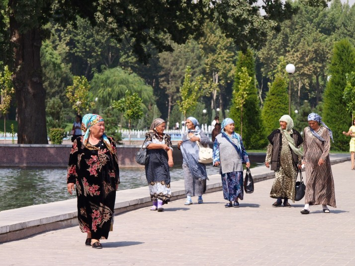Uzbeki lady tourists