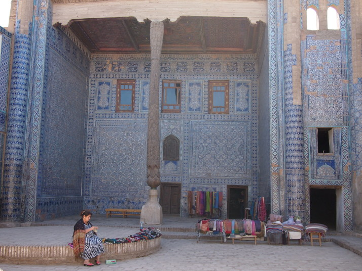 Knitting stallholder in Tosh-hovli Palace