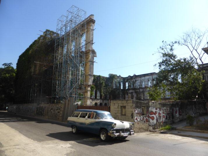 Crumbling facade, Havana, Cuba